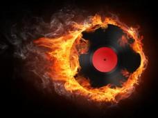 火焰烟雾与DJ音乐图片