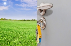 田园风光与门钥匙图片
