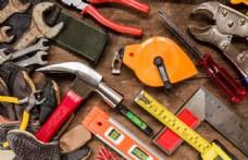 木板上的施工工具图片