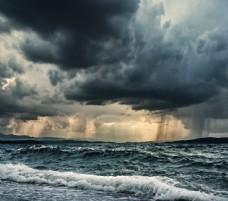 乌云与海洋风景图片