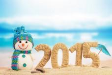 沙滩上的2015与玩具人图片