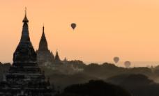 远方的热气球图片