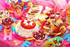 生日蛋糕与零食图片