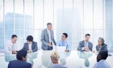 开会的商务男女图片