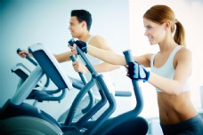 锻炼的男女图片