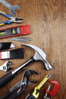 木板上的工具摄影图片
