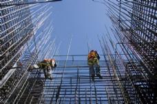 正在施工的建筑工人图片