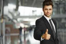 竖起大拇指的商业男士图片