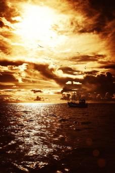 海上的船图片