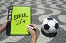 足球与写字的手图片