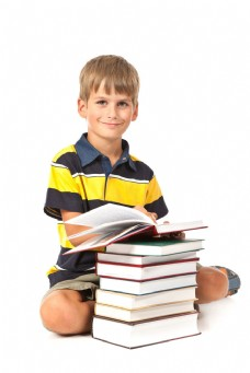 看书的男孩图片