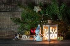木板上的圣诞节装饰物图片