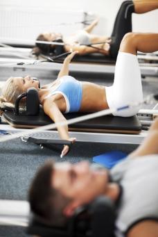 锻炼手臂脚臂的人们图片