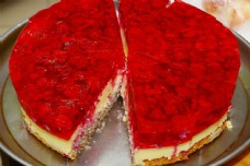 红色生日蛋糕图片