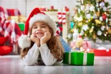 小女孩与圣诞礼物图片