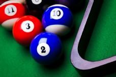 台球桌上的台球图片