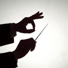指挥打拍子的双手剪影图片
