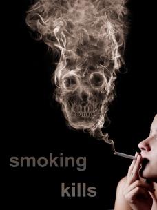 吸烟人物与骷髅头图片