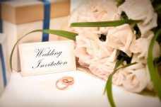 结婚贺卡与花束图片