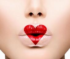 心形红唇美女图片