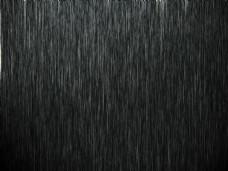 正在下的大雨图片
