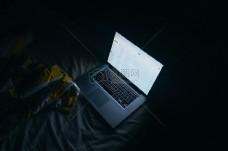 笔记本电脑在暗区导通,而
