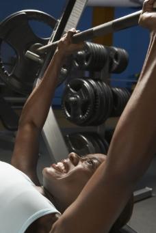 健身的黑人女性运动员图片