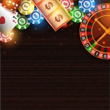 木制桌上闪亮的赌场物品