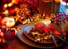 盘子内的圣诞球图片
