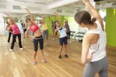 健身房里的女人图片