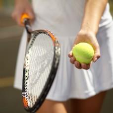 打网球的女人图片