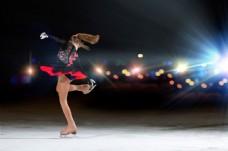 花样滑冰和光斑灯光图片