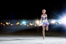 花样滑冰选手和光斑图片