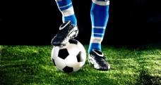 脚下的足球图片