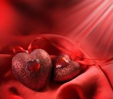 漂亮爱心与红色缎布图片