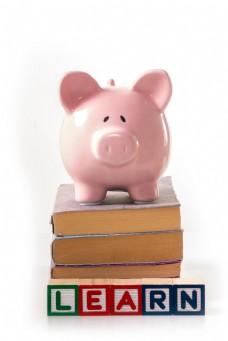 书上的储钱罐图片
