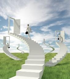 创意草坪上的白色楼梯图片