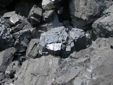 开采的矿石图片