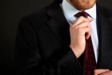 系领带的男人图片