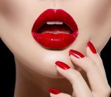 口红与红指甲图片